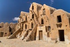 Graanschuuren van een berber versterkt die dorp, als ksar worden bekend Ksar Ouled Soltane, Tunesië stock foto
