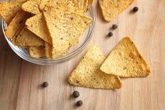 Graanspaanders in de kruik Traditionele snack voor bier Mexicaanse nachos Royalty-vrije Stock Fotografie