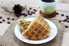Graanvanille en pandan Thaise wafel op witte schotel, selectie F Stock Afbeeldingen