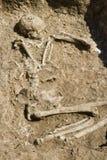 Grab des menschlichen Skeletts   Lizenzfreies Stockbild