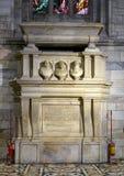 Grab errichtet von Giovanni Angelo Arcimboldi, Erzbischof von Mailand, innerhalb Milan Cathedrals stockbild