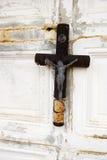 Grab mit altem Kreuz Stockbilder
