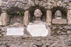 Grab mit drei Begräbnis- Nischen in Pompeji, Italien stockfotos