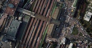 Grabación aérea de la estación de ferrocarril almacen de metraje de vídeo