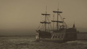 Grabación de vídeo retra archival de la navegación marina de la expedición del descubrimiento en el barco almacen de metraje de vídeo
