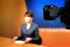 Grabación en el estudio de la TV para las NOTICIAS foto de archivo