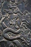 Grabación en relieve del dragón - ascendente cercano Imagenes de archivo