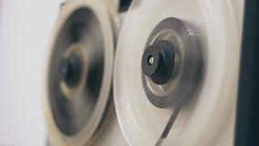 Grabadora de la bobina Registrador de cinta viejo del carrete Cinta vieja del rebobinado de la grabadora del carrete almacen de video