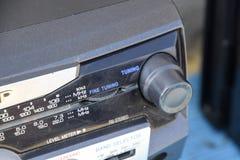 Grabadora del casete con la radio en una tabla de madera azul Vintag Imágenes de archivo libres de regalías