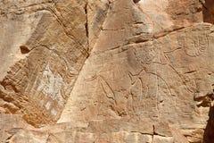 Grabados de la roca del elefante - lecho de un río seco Mathendous Imagen de archivo libre de regalías