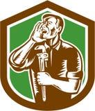 Grabar en madera de Shouting Holding Wrench del fontanero stock de ilustración