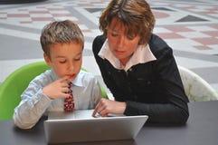 grabb hans intervju som förbereder barn Arkivbilder