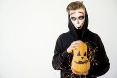 Grabb i en halloween dräkt Royaltyfri Foto