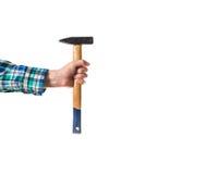 Grabb i en röd skjorta för pläd som rymmer en träsåg och en hammare, crosse arkivfoton