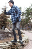 Grabb i en skateboard Royaltyfri Fotografi