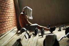 Grabb i idrottshallen Fotografering för Bildbyråer