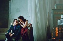 grabb med en flicka som kramar i rummet royaltyfri foto
