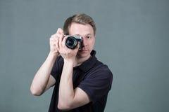Grabb med kameran arkivbilder