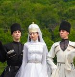 Grabbar och flickadansare i traditionella Adyghe klär Royaltyfri Fotografi