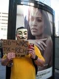 Grabben Fawkes upptar den Boston personen som protesterar Arkivbild