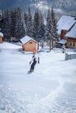 Grabbritter på en snowboard Arkivbilder