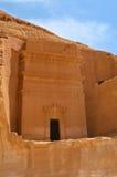 Grabeingang in Madain Saleh - Saudi-Arabien stockbild
