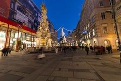 Graben街在维也纳在圣诞节季节期间的晚上 免版税库存照片