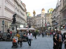 Graben ulica jest modnym ulicą w Wiedeń Austria trio fotografia royalty free