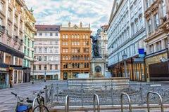 Graben, Wien-Straße in der Mitte mit Monumenten und einem Parken lizenzfreies stockbild