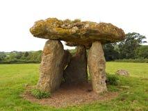 Grabkammer Str.-Lythans, nahe Cardiff, Großbritannien Lizenzfreie Stockfotos