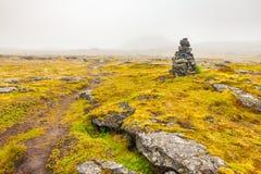 Grabrok krateru ścieżka z mgłą Zdjęcie Stock