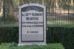 Grabstein auf dem Feld der Ehre herein auf dem grebberberg, wohin viele niederländischen Soldaten im Jahre 1940 am Anfang Weltkri stockfotos