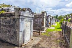 Grabsteine am keinem Lafayette-Kirchhof 1 in New Orleans Stockfotos