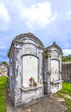 Grabsteine am keinem Lafayette-Kirchhof 1 in New Orleans Stockbilder