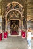 Gracanica är en serbisk ortodox kloster som lokaliseras i Kosovo Royaltyfri Foto