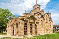 Gracanica är en serbisk ortodox kloster som lokaliseras i Kosovo Fotografering för Bildbyråer