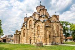 Gracanica - monastero ortodosso serbo immagini stock