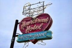 Graceland是歌手埃尔维斯・皮礼士利的家一个战前豪宅和一块磁铁的样式的音乐迷的 图库摄影