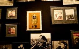 Graceland är hemmet av sångaren Elvis Presley i stil av en antebellum herrgård och en magnet för musikfans Royaltyfri Fotografi