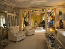 Graceland is het huis van Zanger Elvis Presley in stijl van een vooroorlogs herenhuis en een magneet voor muziekventilators Royalty-vrije Stock Afbeelding