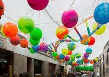 Gracia Festival Decorations in Barcelona, Spanien Stockfotografie