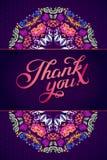 Gracias cardar en colores brillantes Fondo floral elegante con el texto, las bayas, las hojas y la flor Fotografía de archivo libre de regalías