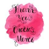 Gracias, Merci und danken Ihnen, schriftliche Beschriftung auf abstraktem Aquarellhintergrund zu übergeben Stockbild