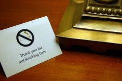 Gracias por no fumar aquí, cerca imagenes de archivo