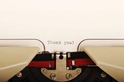 Gracias pulsó en una máquina de escribir Foto de archivo