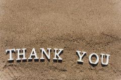 Gracias redactar dibujado en la arena de la playa Imagen de archivo