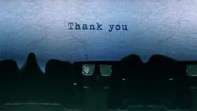 Gracias redactar mecanografiar centrado en una hoja de papel en viejo audio de la máquina de escribir