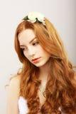 Graciousness. Kyskt romantiskt morotsfärgat drömma för kvinna. Nostalgi Royaltyfri Foto