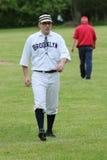 Gracz baseballa w xix wiek rocznika mundurze podczas starego stylu bazy piłki sztuki Fotografia Royalty Free