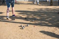Gracz bawić się boules podczas turnieju Obrazy Stock